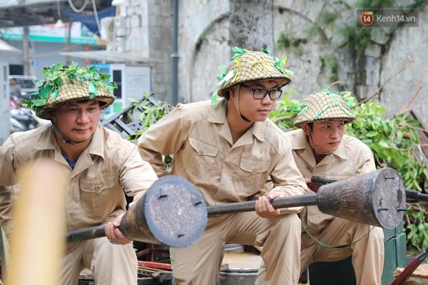 Tái hiện thời khắc đón đoàn quân chiến thắng trở về Hà Nội 65 năm trước - Ảnh 13.