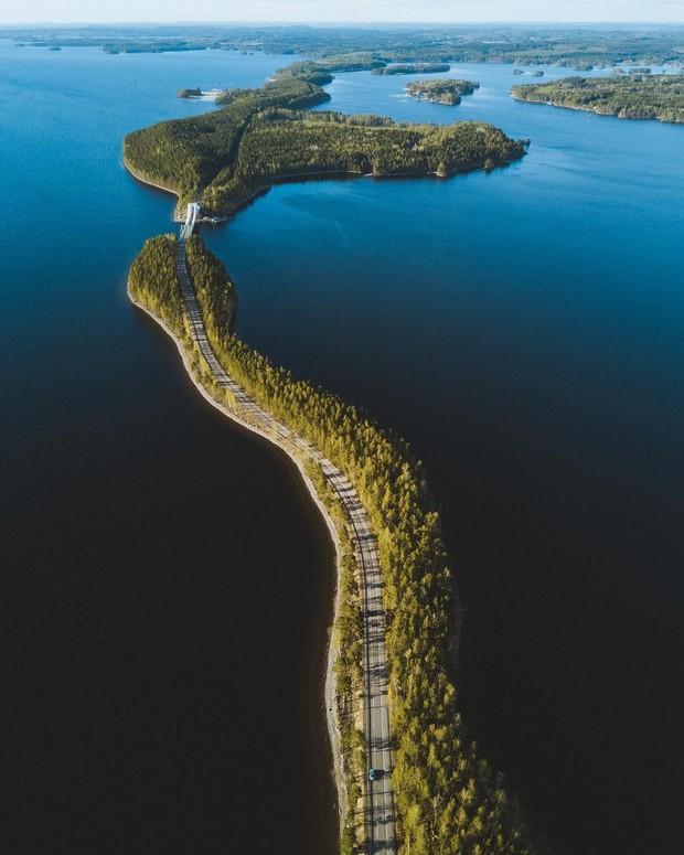 """Con đường """"không biết là thực hay là mơ"""" ở Phần Lan đang khiến cả thế giới lùng sục, lý do nằm ở loạt ảnh chụp bằng flycam này - Ảnh 2."""