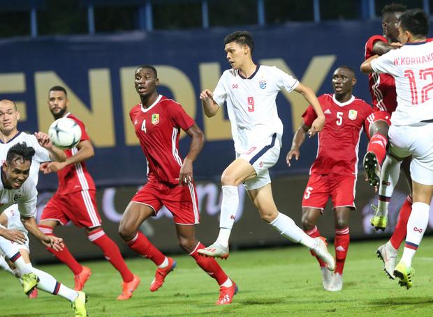Bóng đá châu Á tối 10/10: Các đội mạnh chiến thắng với tỷ số kinh hoàng, Thái Lan tiu nghỉu vì bị đối thủ yếu hơn cầm hòa ngay trên sân nhà - Ảnh 3.