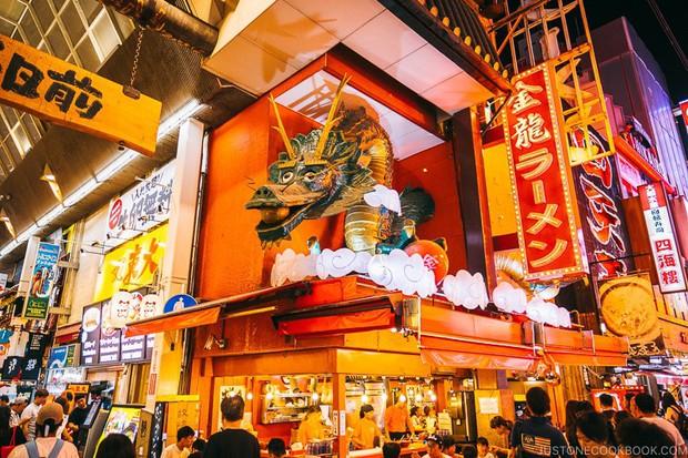 Cả Minh Hằng và Chi Pu đều check-in ở khu phố ăn chơi bậc nhất của Nhật Bản trong cùng 1 ngày, nơi đó có gì mà hot thế? - Ảnh 9.