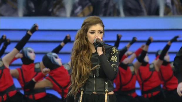 2 nữ ca sĩ xinh đẹp sẽ trình diễn ca khúc chủ đề CKTG 2019 - Phoenix tại Paris là ai? - Ảnh 2.