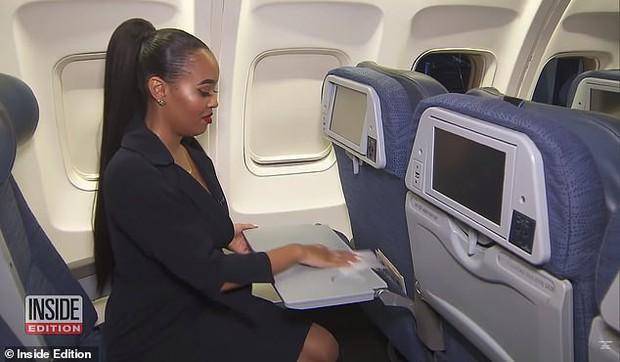 Nữ tiếp viên hàng không gây sốc khi tiết lộ những thứ bẩn nhất trên máy bay mà hành khách không hay biết và đưa ra lời khuyên - Ảnh 4.