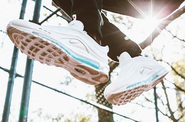 Nike tung mẫu giày được quảng cáo có chứa Nước Thánh với giá 70 triệu/đôi và bán hết veo chỉ trong vài phút - Ảnh 7.