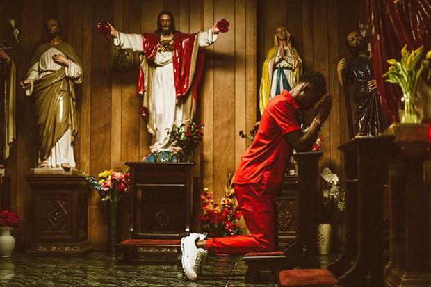Nike tung mẫu giày được quảng cáo có chứa Nước Thánh với giá 70 triệu/đôi và bán hết veo chỉ trong vài phút - Ảnh 8.