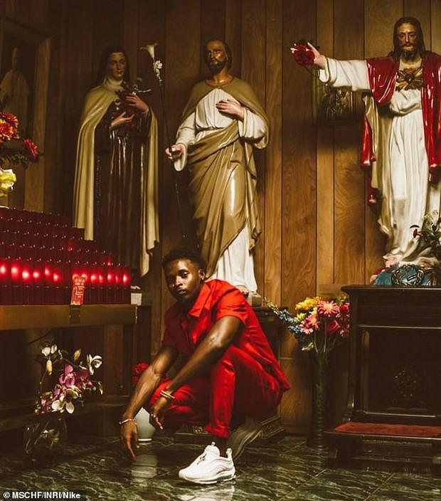 Nike tung mẫu giày được quảng cáo có chứa Nước Thánh với giá 70 triệu/đôi và bán hết veo chỉ trong vài phút - Ảnh 9.