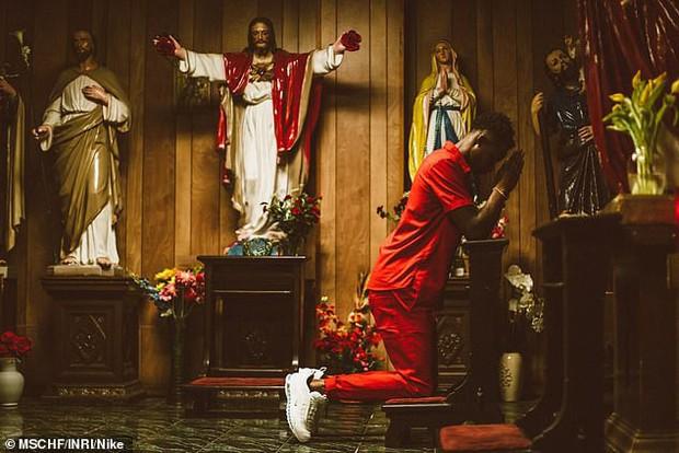 Nike tung mẫu giày được quảng cáo có chứa Nước Thánh với giá 70 triệu/đôi và bán hết veo chỉ trong vài phút - Ảnh 10.