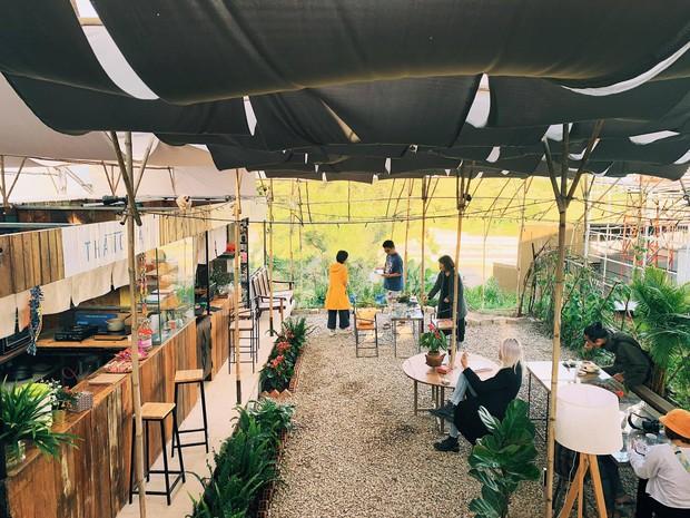 Tiệm bánh check in quen thuộc của giới trẻ ở Đà Lạt đóng cửa, nhiều người đã bắt đầu tìm ra quán mới đẹp không kém - Ảnh 3.