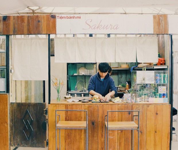Tiệm bánh check in quen thuộc của giới trẻ ở Đà Lạt đóng cửa, nhiều người đã bắt đầu tìm ra quán mới đẹp không kém - Ảnh 4.