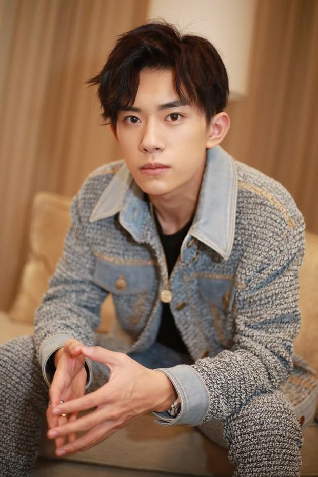5 chàng diễn viên thế hệ 2000 của Cbiz: Dịch Dương Thiên Tỉ đẹp nức nở, Trần Phi Vũ chuẩn thái tử Cbiz - Ảnh 4.