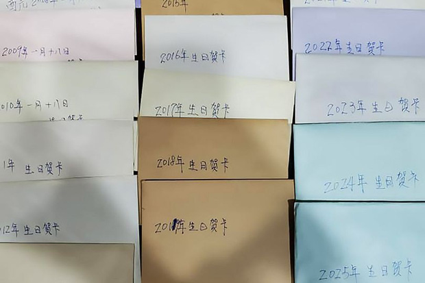 Người đàn ông viết sẵn 19 tấm thiệp chúc mừng sinh nhật con gái và câu chuyện cảm động đằng sau tình yêu của người cha sắp qua đời - Ảnh 1.
