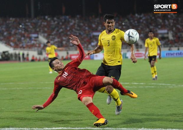 Không chỉ ghi bàn giúp Việt Nam thắng Malaysia, Quang Hải còn khiến đội bạn nể phục bởi hành động rất đẹp này - Ảnh 4.