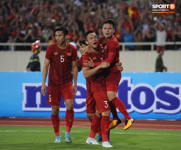 Không chỉ ghi bàn giúp Việt Nam thắng Malaysia, Quang Hải còn khiến đội bạn nể phục bởi hành động rất đẹp này - Ảnh 7.