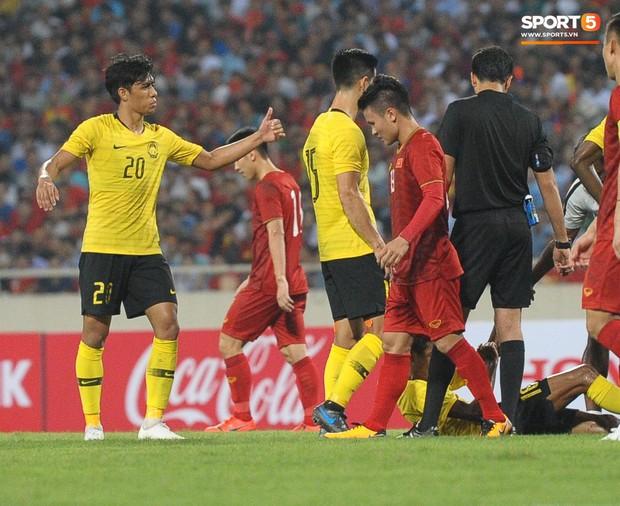 Không chỉ ghi bàn giúp Việt Nam thắng Malaysia, Quang Hải còn khiến đội bạn nể phục bởi hành động rất đẹp này - Ảnh 3.
