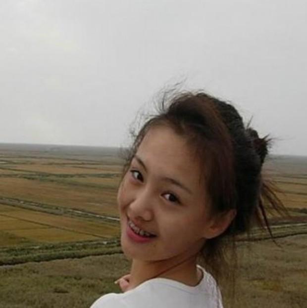 Soi nhan sắc tuổi 17 của dàn mỹ nhân Cbiz: Lưu Diệc Phi - Trương Bá Chi đẹp nức nở, Trịnh Sảng ngố tàu vì niềng răng - Ảnh 9.