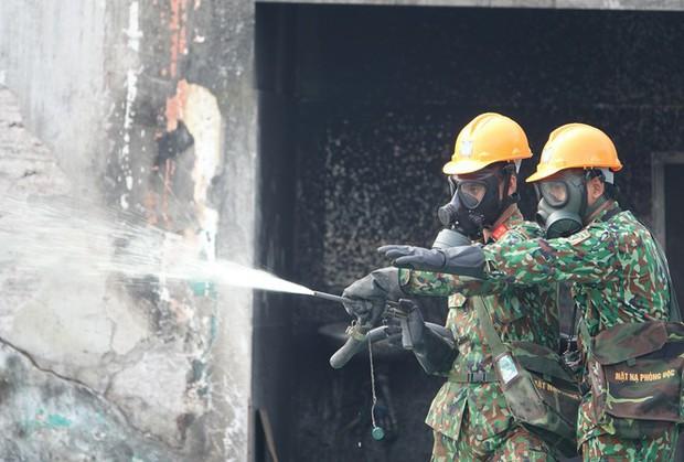 Vụ cháy nhà máy Rạng Đông: Ai trả chi phí tẩy độc? - Ảnh 1.