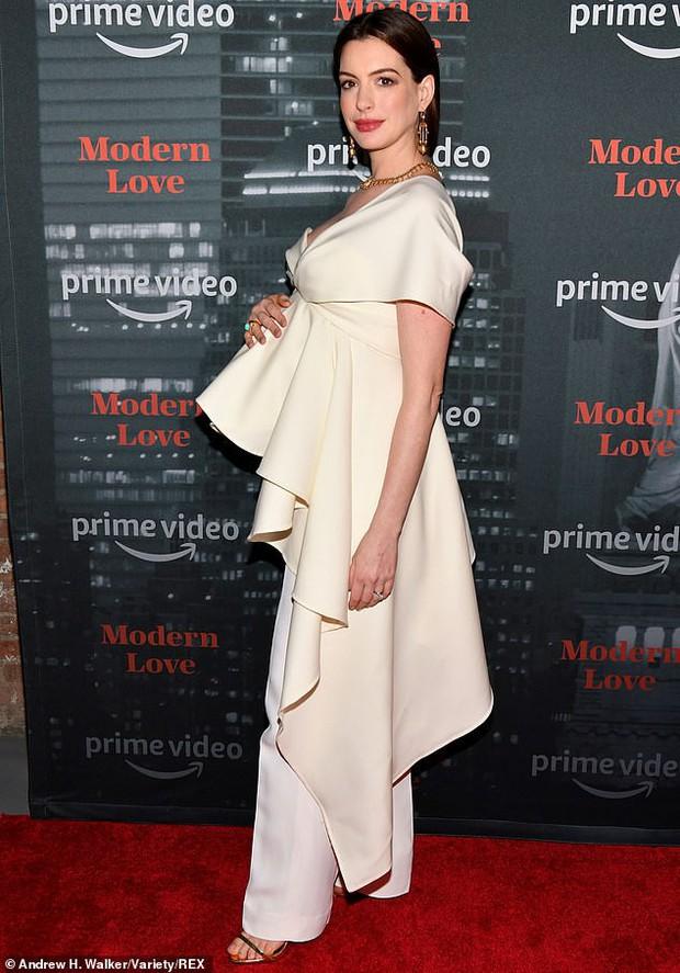 Từng gây sốt vì vòng 1 bức thở, minh tinh Anne Hathaway khiến netizen Việt phát cuồng: Bầu mà vẫn đẹp thế trời ơi! - Ảnh 2.