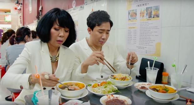Là MC có thu nhập khủng nhất nhì Việt Nam nhưng Trấn Thành ăn uống lại cực giản dị, toàn rủ bạn bè đi ăn đồ vỉa hè bình dân - Ảnh 5.