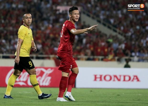 Đội trưởng tuyển Việt Nam gây xúc động mạnh: Lập công lớn đả bại Malaysia vẫn không quên người anh em Xuân Trường - Ảnh 3.