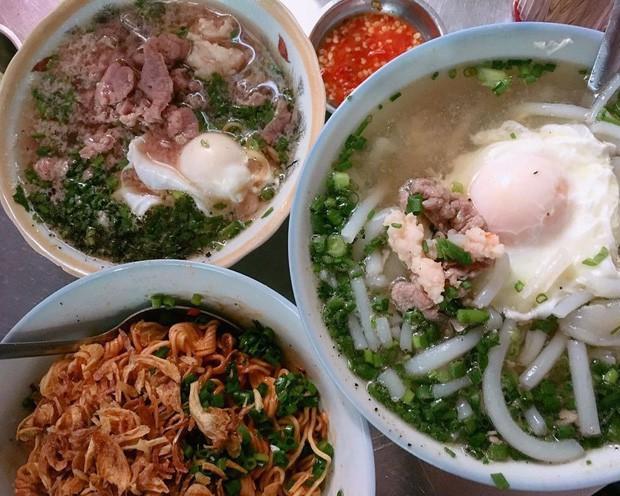 Là MC có thu nhập khủng nhất nhì Việt Nam nhưng Trấn Thành ăn uống lại cực giản dị, toàn rủ bạn bè đi ăn đồ vỉa hè bình dân - Ảnh 8.