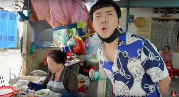 Là MC có thu nhập khủng nhất nhì Việt Nam nhưng Trấn Thành ăn uống lại cực giản dị, toàn rủ bạn bè đi ăn đồ vỉa hè bình dân - Ảnh 7.