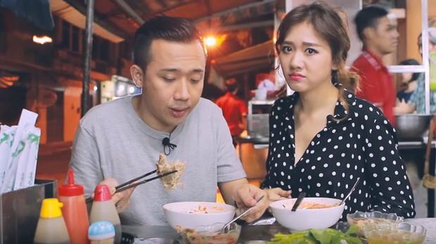 Là MC có thu nhập khủng nhất nhì Việt Nam nhưng Trấn Thành ăn uống lại cực giản dị, toàn rủ bạn bè đi ăn đồ vỉa hè bình dân - Ảnh 13.