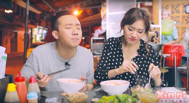 Là MC có thu nhập khủng nhất nhì Việt Nam nhưng Trấn Thành ăn uống lại cực giản dị, toàn rủ bạn bè đi ăn đồ vỉa hè bình dân - Ảnh 15.
