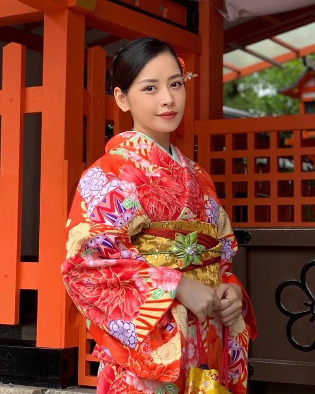 Thấy bạn thân Sun HT bình luận cà khịa bên dưới ảnh check-in ở Nhật của mình, Chi Pu đáp lời cực gắt: Chụp 100 tấm mới được 1 chiếc không dính người nha! - Ảnh 2.