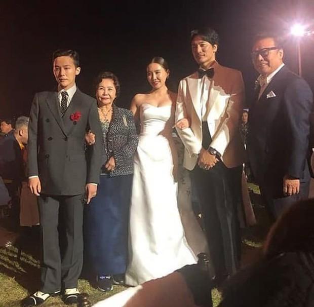 Đám cưới chị gái G-Dragon và tài tử Hàn: Trưởng nhóm Big Bang bảnh hết cỡ, thái độ quay ngoắt 180 độ bên cô dâu chú rể - Ảnh 4.