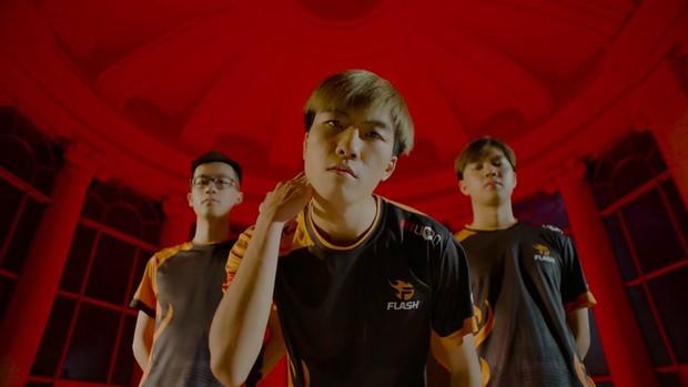 Ngôi vương Đấu Trường Danh Vọng mùa Đông 2019: Team Flash phải tự gọi tên mình! - Ảnh 3.