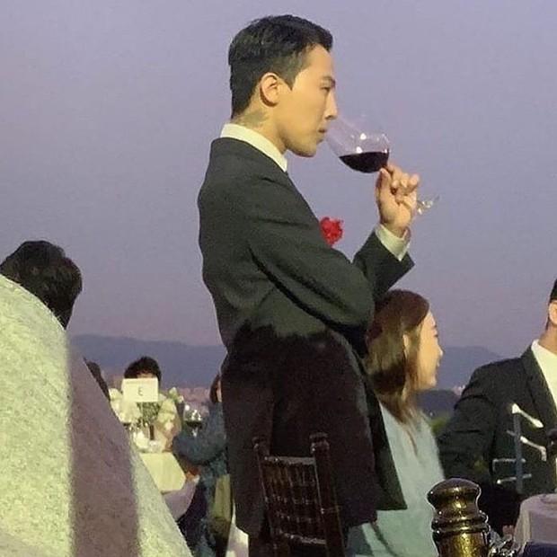 Đám cưới chị gái G-Dragon và tài tử Hàn: Trưởng nhóm Big Bang bảnh hết cỡ, thái độ quay ngoắt 180 độ bên cô dâu chú rể - Ảnh 5.