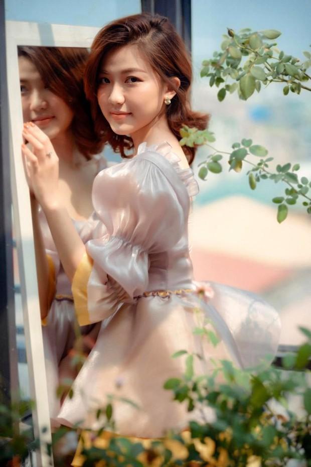 Khác xa với Tuesday đểu giả trong phim, Lương Thanh Hoa hồng trên ngực trái bỗng hóa công chúa đầy ngọt ngào trong bộ ảnh mới - Ảnh 3.