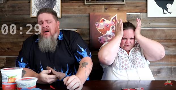 Bim bim chết chóc đựng trong vỏ bọc hình quan tài đáng sợ ra sao mà khiến các Youtuber phải khóc thét thế này? - Ảnh 6.
