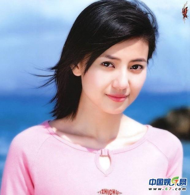 Soi nhan sắc tuổi 17 của dàn mỹ nhân Cbiz: Lưu Diệc Phi - Trương Bá Chi đẹp nức nở, Trịnh Sảng ngố tàu vì niềng răng - Ảnh 8.