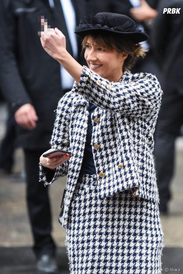 Nữ nhân phá show Chanel muốn đấm nhau với Gigi Hadid, hé lộ cách thức đi lậu vé không ai phát hiện - Ảnh 5.