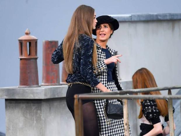 Nữ nhân phá show Chanel muốn đấm nhau với Gigi Hadid, hé lộ cách thức đi lậu vé không ai phát hiện - Ảnh 3.