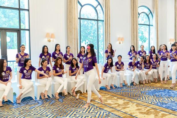 Netizen thất vọng vì không ngờ Thúy Vân đi catwalk quá tệ ở  Hoa hậu Hoàn vũ Việt Nam - Ảnh 3.