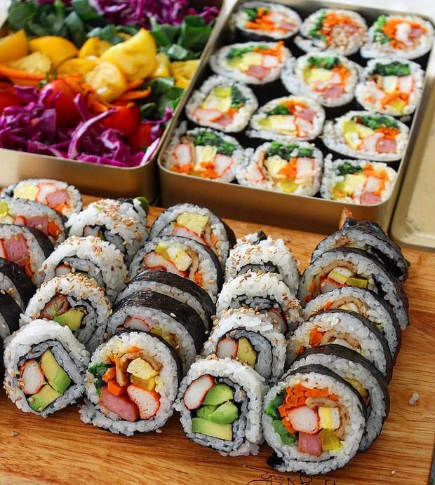 Đố bạn biết sushi và kimbap có gì khác nhau: Ngoài xuất xứ từ 2 quốc gia, điểm đặc trưng này mới là quyết định! - Ảnh 5.