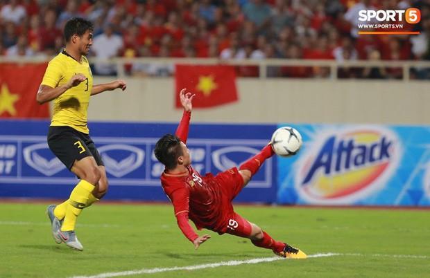 Sau chiến thắng trước Malaysia, Quang Hải ngay lập tức khoe người phụ nữ của đời mình khiến fangirl đổ rạp! - Ảnh 1.