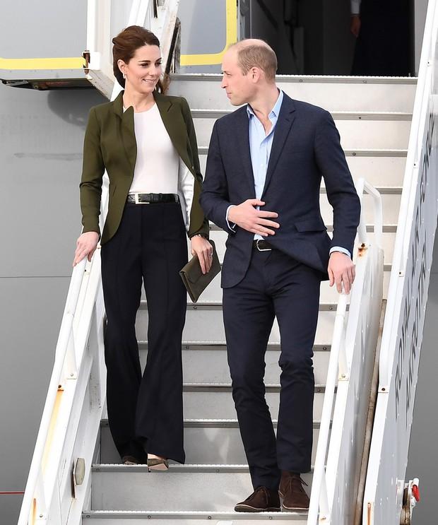 Mỗi lần diện quần ống suông, Công nương Kate lại khiến dân tình mệt tim vì vẻ ngoài quá đỗi sang trọng tao nhã - Ảnh 6.