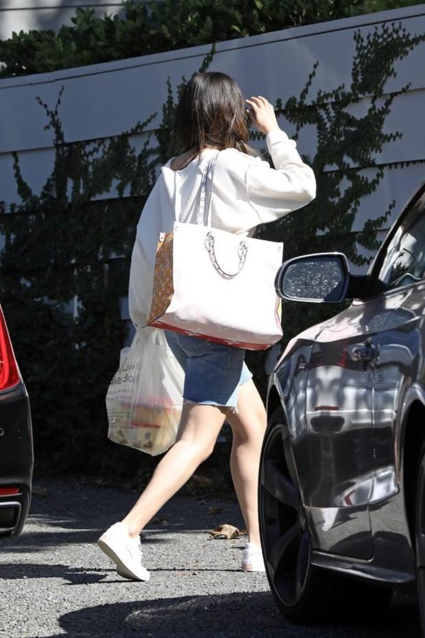 Suy sụp vì Justin lấy vợ chưa lâu, Selena Gomez đã bị bắt gặp bí mật hẹn hò với mỹ nam One Direction tại nhà riêng? - Ảnh 2.