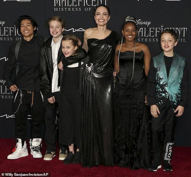 Đúng là con nhà Angelina Jolie: Đã giàu còn giỏi, 14 tuổi đã lập nghiệp thiết kế trang sức với mục đích đáng ngưỡng mộ - Ảnh 4.