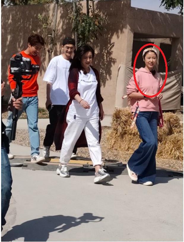 Hình ảnh photoshop và team qua đường của Lâm Tâm Như: Liệu có một trời một vực vì lộ dấu hiệu lão hoá? - Ảnh 1.