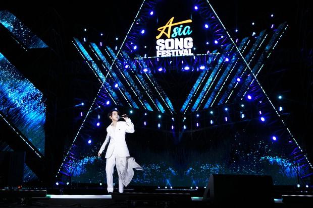 Khán giả người Mỹ khóc khi xem Vũ Cát Tường trình diễn tại Asia Song Festival, nguyên nhân đầy bất ngờ! - Ảnh 1.