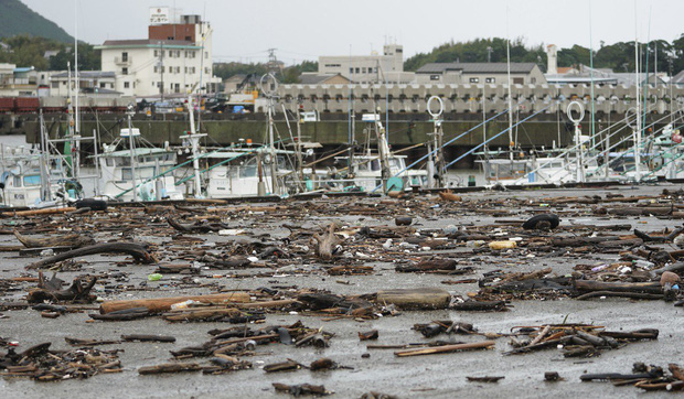 Những hình ảnh thể hiện sức tàn phá kinh khủng của siêu bão Hagibis khi nó còn chưa chính thức đổ bộ vào Nhật Bản - Ảnh 6.