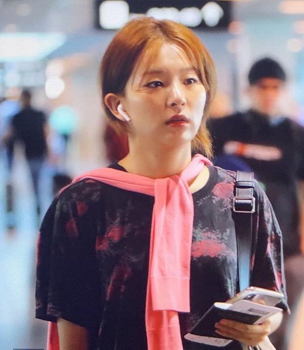 """Học gái Hàn chiêu diện áo sweater """"lấy lệ"""" sang chảnh hết mức, trời chưa lạnh hẳn vẫn áp dụng được ngon ơ - Ảnh 3."""
