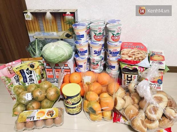 Siêu bão Hagibis quét qua Nhật: chưa bao giờ các siêu thị rơi vào tình trạng cháy hàng đến vậy, ai tích trữ được gì là tích trữ - Ảnh 6.