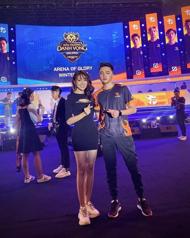 Đình Trọng bảnh bao, cùng bạn gái và em trai dự sự kiện Esports lớn nhất Việt Nam ngày hôm nay - Ảnh 10.