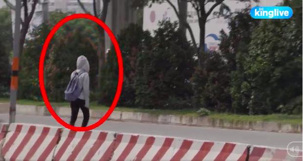 Clip: Sinh viên Sài Gòn liều mình trèo qua dải phân cách sang đường tại điểm đen tử thần trên xa lộ Hà Nội - Ảnh 3.