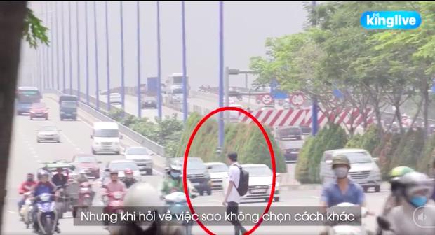 Clip: Sinh viên Sài Gòn liều mình trèo qua dải phân cách sang đường tại điểm đen tử thần trên xa lộ Hà Nội - Ảnh 5.