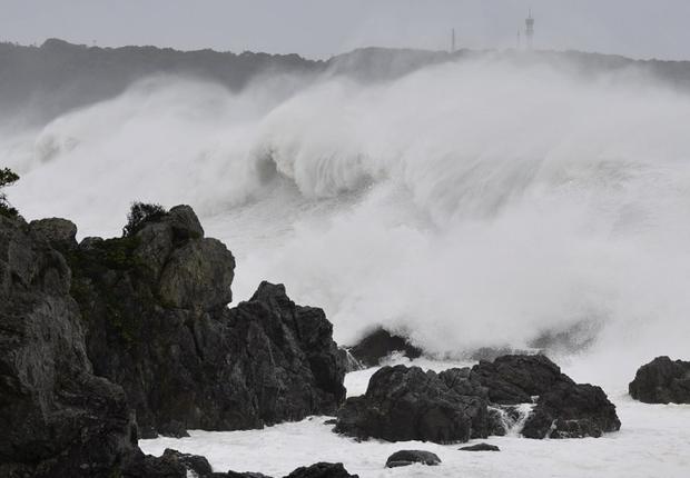 Những hình ảnh thể hiện sức tàn phá kinh khủng của siêu bão Hagibis khi nó còn chưa chính thức đổ bộ vào Nhật Bản - Ảnh 8.